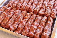 preparare mititei 4 Kebab Recipes, My Recipes, Cooking Recipes, Favorite Recipes, Crawfish Stew Recipe, Romanian Food, Always Hungry, Eclair, Sausage Recipes
