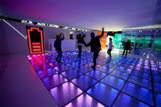 Compañía crea una pista de baile que genera energía con el movimiento de las personas