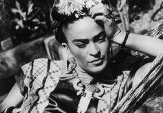 #Φρίντα_Κάλο  Μια ζωή μέσα από φωτογραφίες και προσωπικά της αντικείμενα _______________________ Επιμέλεια: Δήμητρα Ντζαδήμα #Frida #Kahlo #painter #artist #art #life http://fractalart.gr/frida-khalo/