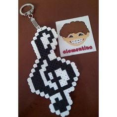 Treble clef keychain perler beads by clementinainventa