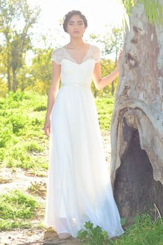 Zoe Romantic wedding dress with lace top and por TheBride2B