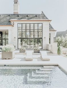 Paint your pool white and wow! - Design Exterior dream homes luxury Future House, My House, Dream House Exterior, Dream House Plans, House Exteriors, Dream Home Design, My Dream Home, Dream Homes, Design Exterior