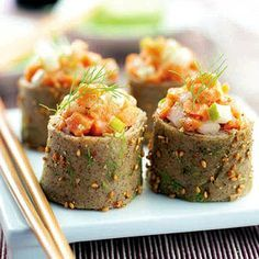 Sushi buckwheat pancakes and salmon tartare Buckwheat Recipes, Buckwheat Pancakes, Savory Pancakes, Pancakes And Waffles, Best Appetizers, Appetizer Recipes, Crepes, Homemade Sushi, Cooking Recipes