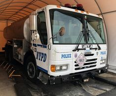 Old Police Cars, Police Truck, Tactical Medic, New York Police, Car Badges, Police Vehicles, Police Uniforms, Law Enforcement, Cops