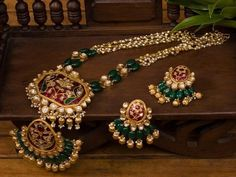 Gold bijou is the ultimate example of sophistication and then we possess a great inventory of blonde ornament designs. Real Gold Jewelry, Gold Jewellery Design, Bead Jewellery, Beaded Jewelry, Fine Jewelry, Jewelry Making, Diamond Jewellery, Jewelry Sets, Beaded Necklace