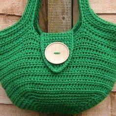 Adorei esta bolsa muito fácil de executar, linda e útil para as compras, praia etc.