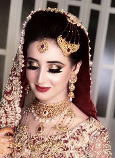 Makeup Artist in Delhi: Top 20 Trendy Indian Bridal Makeup Images Pakistani Bridal Jewelry, Bridal Hairstyle Indian Wedding, Pakistani Bridal Makeup, Indian Wedding Makeup, Pakistani Wedding Outfits, Bengali Makeup, Dulhan Makeup, Bridal Makeup Images, Best Bridal Makeup