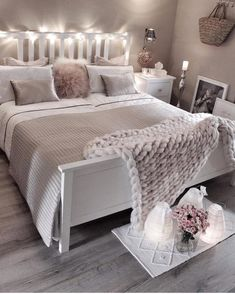 Cozy Home Decorating Ideas for Girls' Bedrooms Today I collected 30 girls' bedroom decor ideas f Bedroom Ideas For Small Rooms Women, Small Room Bedroom, Cozy Bedroom, Bedroom Colors, Scandinavian Bedroom, Master Bedroom, Closet Bedroom, Nordic Bedroom, Bed Room
