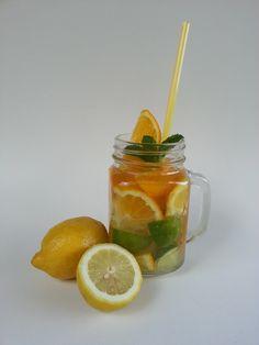 Az átlátszó börgében jól mutatnak a citrusok Lime, Fruit, Food, Limes, Essen, Meals, Yemek, Eten, Key Lime