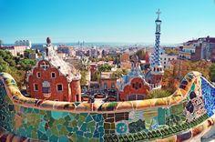 El parque Güell es una explosión de colores. Ven a descubrirlos con Avexperience. #Barcelona siempre apetece.