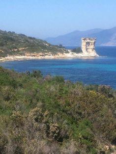 Region de Saint-Florent - Nebbio - Tour de Fornali - Agriates - La tour de l'Ostriconi (ou de Paraghjola, ou de Vanna), est une tour génoise rectangulaire (6 m x (7 m) située au nord des ruines de i magazini, et de la plage de l'Ostriconi, dominant la punta di Paraghjola.