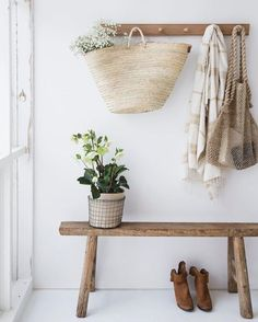 home & interior inspiration âž³ daughter of the star breather. Decoration Hall, Entryway Decor, Door Entryway, Wall Decor, Entryway Ideas, Rustic Decor, Farmhouse Decor, Farmhouse Front, Rustic Wooden Bench