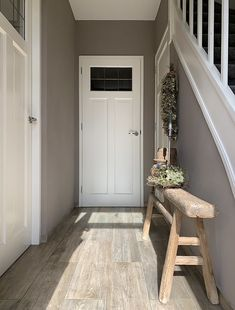 House, Sober Living, Entry Hall, House Styles, House Inspiration, New Homes, Entryway Tables, Decorating Stairway Walls, Home Deco