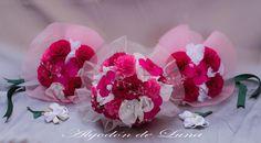 """los """"Prendados"""" de Algodón de Luna, dos copias mini del Ramo de novia de flores de tela y el Mega ultra ramo en Rosas y frambuesas de la hoy señora De.Por siempre jamás a su lado algodondeluna@gmail.com o 606619349"""
