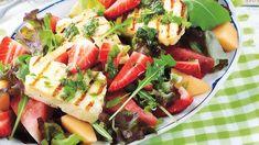 Ihanan kesäinen salaatti syntyy tuoreista mansikoista, meloneista ja halloumista. Vastustamaton makuyhdistelmä!