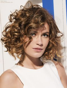 Hairstyles - Easy to style bob with curls