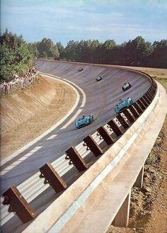 Circuito de Monza, Itália, e sua lendária curva em 45 graus.