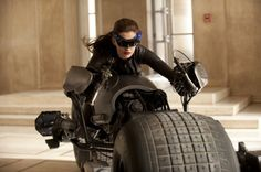 Anne Hathaway is aware some people don't like her Catwoman suit - Celebritology 2.0 - The Washington Post
