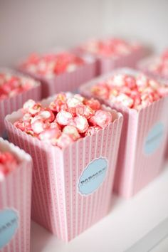 pink popcorn - would be an amazingly cute idea for a bf to give to his gf if they happen to watch a movie for valentines day Ideia para festa: pipoca colorida. Pink Love, Pretty In Pink, Cute Pink, Perfect Pink, Pink Parties, Birthday Parties, Cake Birthday, Kino Party, Pink Popcorn