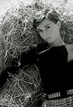 Is the cinema more important than life? Audrey Hepburn Givenchy, Audrey Hepburn Style, Golden Age Of Hollywood, Classic Hollywood, Old Hollywood, The Words, Aubrey Hepburn, Old Movie Stars, Female Stars