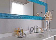Azul no branco. Veja: http://www.casadevalentina.com.br/projetos/detalhes/azul-no-branco-684 #decor #decoracao #interior #design #casa #home #house #idea #ideia #detalhes #details #openhouse #style #estilo #casadevalentina #blue #azul #white #branco #bathroom #banheiro #lavabo
