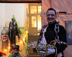 Halloween na Vinohradech. Halloween, Artwork, Work Of Art, Auguste Rodin Artwork, Halloween Stuff