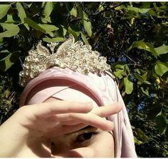 Niqab Fashion, Street Hijab Fashion, Women's Fashion Dresses, Muslim Girls, Muslim Couples, Muslim Women, Hijab Niqab, Mode Hijab, Hijabi Girl