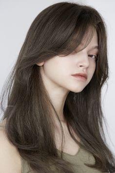 올리브브라운 Olive brown – chahongsalon Haircuts For Medium Hair, Medium Hair Styles, Curly Hair Styles, Cut My Hair, Hair Cuts, Brunette Hair Color With Highlights, Blonde Color, Image Fashion, Hair Streaks