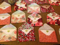 decopauge fabric envelopes. found on Martha stewert and actually created in reality on this blog. so simple