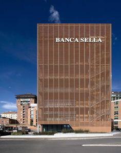 Inside the grid of a precise brief, the new headquaters for the Banca Sella is the medium to comunicate trust in the urban reality of Biella, so to underline...