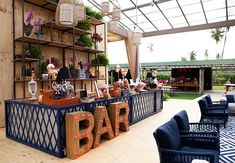 Outdoor Restaurant Design, Cafe Restaurant, Caravan Bar, Best Rooftop Bars, Elegant Sofa, Cafe Interior, Bar Drinks, Bars For Home, Neon