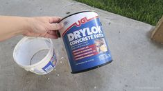 Painting A Patio With UGL Epoxy Floor Paint Remodelaholic 20 Malen eines Patios mit UGL Epoxy Floor Diy Concrete Patio, Painted Concrete Floors, Patio Slabs, Concrete Steps, Patio Flooring, Stained Concrete, Concrete Slab, Painting Concrete Patios, Concrete Coatings