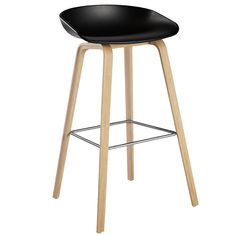 Diiiz offers a reproduction of the Hay bar stool. This bar stool is available in white or black. The bar stool replica is made of plastic and wood. Chaise Snack, Chaise Bar, Types Of Furniture, Furniture Design, Chaise Haute Design, Eames, Kitchen Counter Stools, Kitchen Chairs, Nordic Interior Design