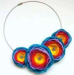 Pozytywne piwonie (proj. TinyArt)lovely flower necklace