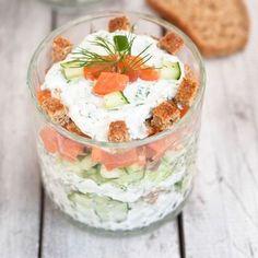Salade de concombre au saumon et fromage frais en verrines