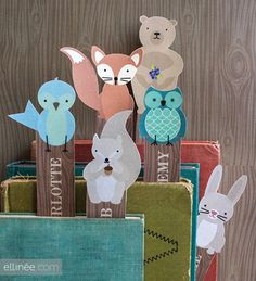 These adorable woodland creatures bookmarks can be downloaded by Lia's blog Ellinée . There are six designs - owl, bunny, bird, fox,...
