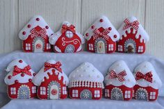 Sewing Christmas Bunting 59 New Ideas Christmas Bunting, Handmade Christmas Decorations, Felt Decorations, Felt Christmas Ornaments, Christmas Sewing, Christmas Diy, Christmas Houses, Handmade Christmas Gifts, Christmas Projects