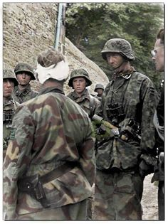 militaryhistory,tank-SS-Obersturmbannführer Max Wünsche (with bandage on head), commander of Panzer Regiment, is talking with Grenadiers of III. German Soldiers Ww2, German Army, Military Photos, Military History, Luftwaffe, Germany Ww2, German Uniforms, Ww2 Uniforms, Philadelphia