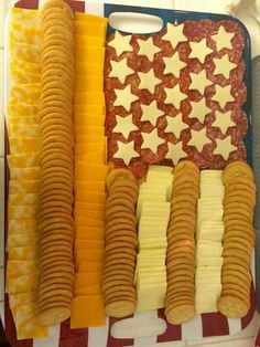 4th of July cheese & crackers platter Meat Trays, Pampered Chef, Memorial Day, 4th Of July, Memories, Bread, Cheese, Drinks, Party
