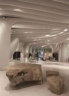 Modern Store Design: Boutique Runway by CLS Architetti Shop Interior Design, Retail Design, Store Design, Interior Designing, Visual Merchandising, Ho Chi Minh, Showroom, Parametric Design, Store Interiors