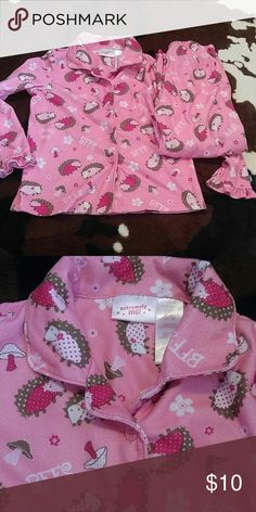 Hedgehog PJ set Pink hedgehogs and mushrooms cover this cute flannel pj set. Long sleeve and pants will keep her warm for sure! Button up, collared top with ruffled cuff and ankle hem. Size 5/6 , made by Extremely Me! Great condition Extremely Me! Pajamas Pajama Sets