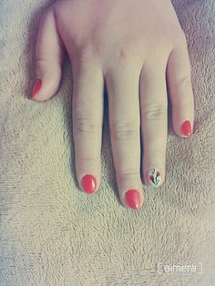 Spring's comming! Red hybrid nails, flowers... Can you feel it? I'd love that.