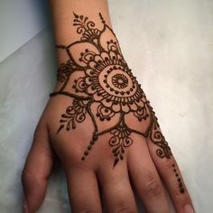 Advice About Hobbies That Will Help Anyone – Henna Tattoos Mehendi Mehndi Design Ideas and Tips Henna Tattoo Hand, Henna Tattoo Designs, Henna Flower Designs, Mädchen Tattoo, Simple Henna Tattoo, Henna Designs Easy, Henna Body Art, Beautiful Henna Designs, Mehndi Designs For Hands