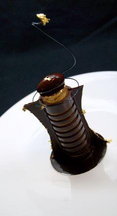 Architexture de Chocolat Païabano, crème glacée au grué de cacao et fleur de sel légèrement fumée