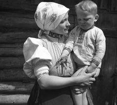 #Žakarovce #Spiš #Slovensko #Словакия #Slovakia Folklore, Old Photos, Westerns, Nostalgia, Embroidery, Traditional, Retro, Places, Life