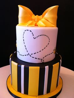 What will it Bee? Gender neutral baby shower cake