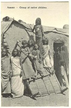 Lovely postcard depicting girls and boys in front of a Bedouin house. Ghana Culture, African Culture, African History, African Tribes, African Diaspora, Old Egypt, Ancient Egypt, Native Child, Egyptian Women