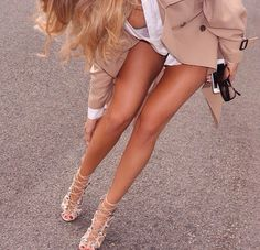 First and foremost I love a great pair of legs and sexy heels. Seeing fit sexy women in sexy dresses, leggings and pantyhose will always draw my attention. Fashion Moda, Look Fashion, Fashion Shoes, Womens Fashion, Fashion Walk, Fashion Glamour, Daily Fashion, Pernas Sexy, Insta Look
