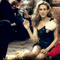 Carrie #carriebradshaw #sexandthecity #love #highfashion #fashion #style Follow me on Instagram @ashleesarajones