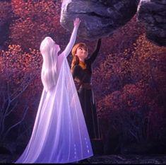 Frozen 2 Elsa new fifth element white dress Frozen Disney, Frozen Two, Frozen And Tangled, Frozen Elsa And Anna, Frozen 2 Elsa Dress, Frozen Movie, Olaf Frozen, Frozen Wallpaper, Disney Wallpaper